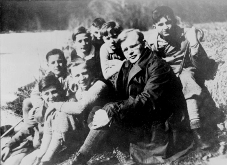 Bonhoeffer with Confirmands, 1932